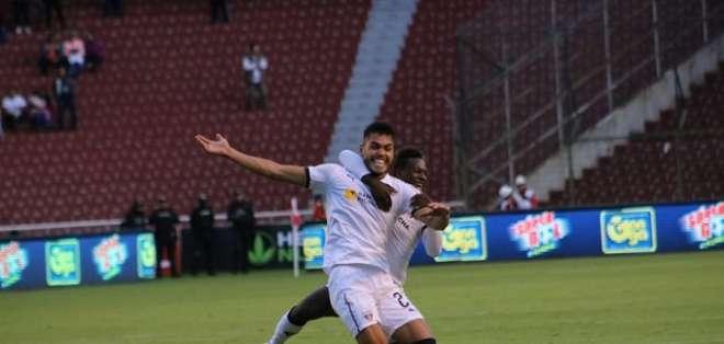 Freire celebra uno de sus dos goles ante Guayaquil City. Foto: Twitter LDUQ.