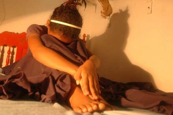  12 살짜리 소녀 성적 과야 킬에서 이용되었다  [1 :