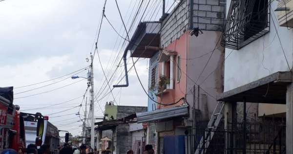 16 muertos tras incendio en suburbio de Guayaquil