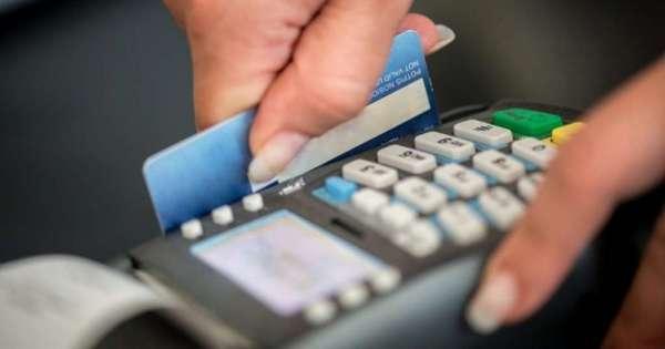 Revisan resolución que sube intereses en tarjetas de crédito