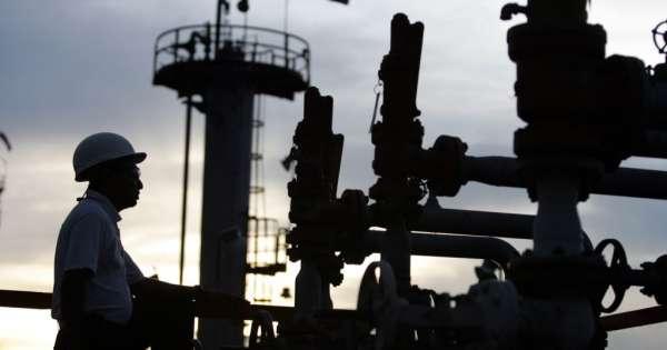 La producción de petróleo vuelve a caer a nivel global