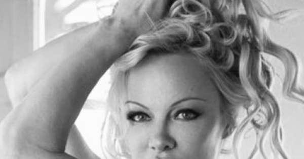 Pamela Anderson explota en Twitter tras arresto de Assange