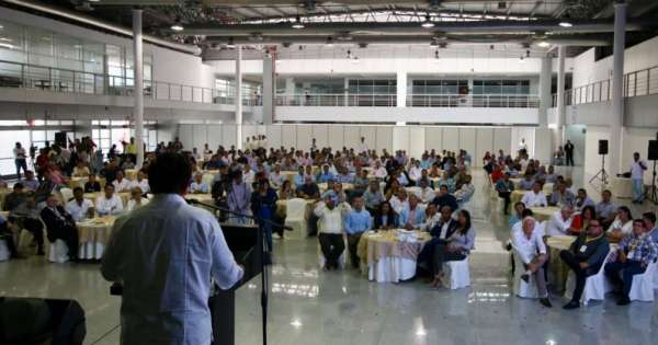 Nebot asistió a encuentro con 72 alcaldes del país