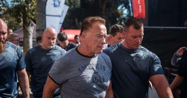 Atacan por la espalda a Arnold Schwarzenegger