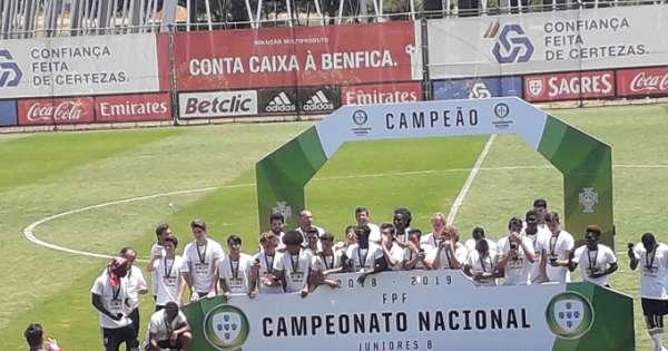 Jeremy Sarmiento campeón en Portugal con el Benfica Sub-17
