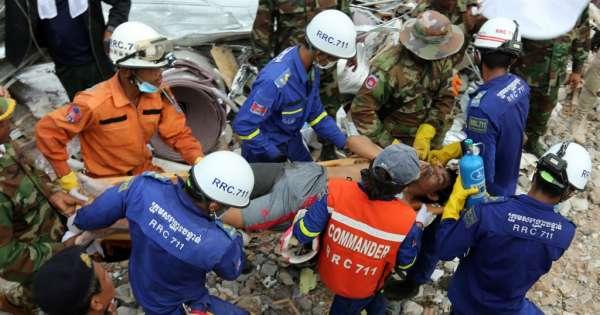 Suben a 28 los muertos en edificio derrumbado en Camboya