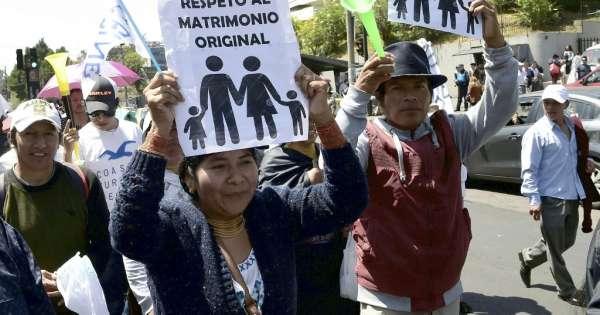 Indígenas evangélicos marcharon en Quito contra el matrimonio igualitario