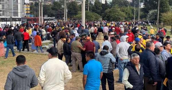 Taxistas realizan plantón en varias ciudades del país
