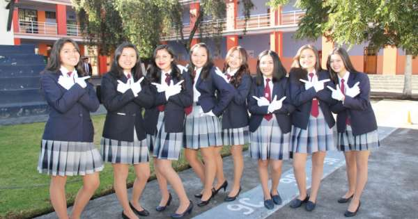 Estandarizan uniformes de 20 colegios municipales en Quito