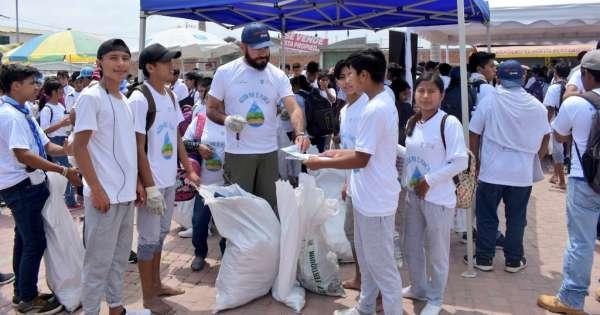 Más de 30 mil voluntarios limpian las playas de Ecuador en el Día Mundial de la Limpieza
