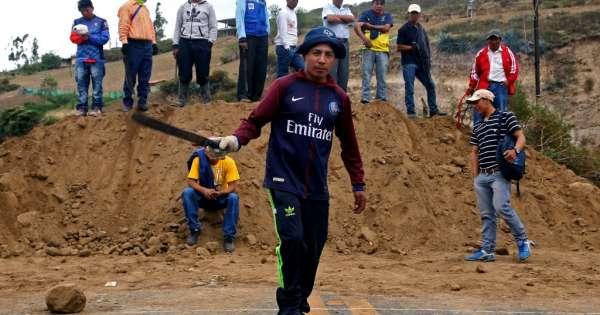 Protestas y bloqueo de vías persisten en la Sierra ecuatoriana