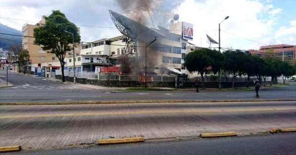 Vándalos atacan instalaciones de Teleamazonas en Quito