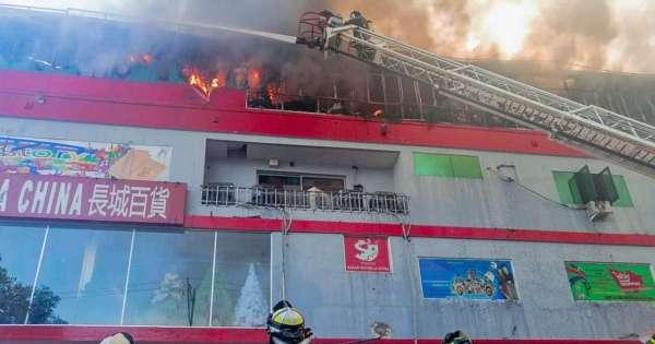 Edificio queda parcialmente destruido en Guayaquil