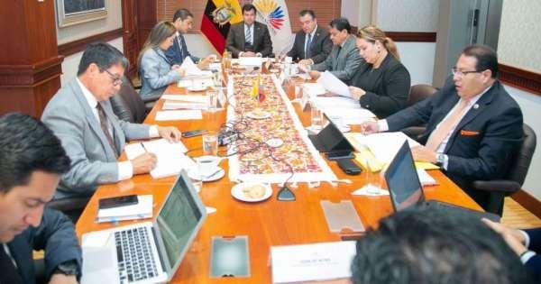Asambleístas en embajada de México no recibirán sueldo