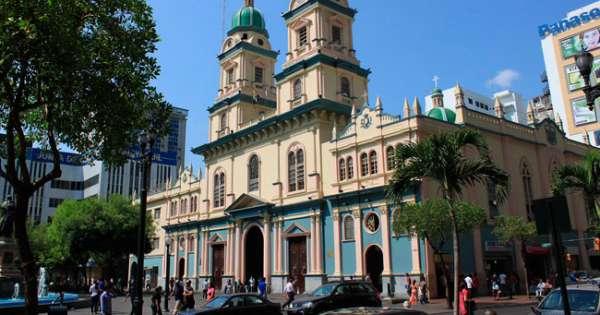 Procesada mujer que causó daños en iglesia de Guayaquil