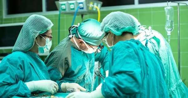 Médicos ecuatorianos ocuparán plazas de doctores cubanos en el país