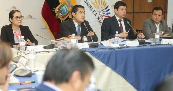 Gobierno de Ecuador descarta posibilidad de muerte cruzada