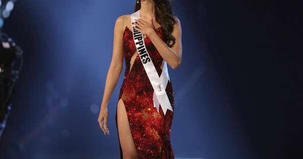 Catriona Gray dice adiós a Miss Universo con un desfile navideño en Atlanta