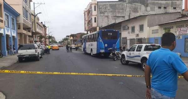 Asesinan a joven mientras iba en un bus, en suburbio de Guayaquil