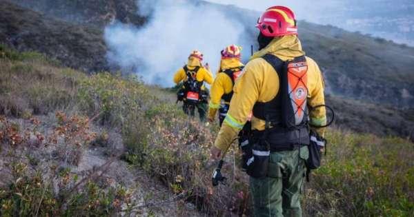 80 bomberos de otros cantones se unieron a labores en el cerro Casitagua