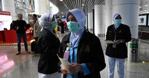 China eleva el balance del coronavirus a 25 muertos y 830 casos