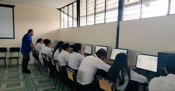 Padres en Guayaquil denuncian que examen