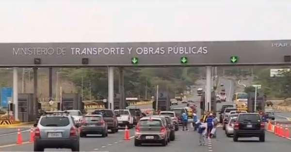 Autoridades de tránsito toman medidas para evitar tráfico durante el feriado