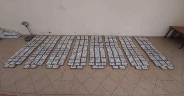Hallan alrededor de 300 paquetes de droga en furgoneta abandonada en Durán