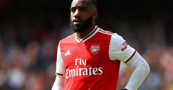 Arsenal valora vender a Lacazette