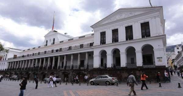 Hay salarios en sector público que duplican ingresos del presidente Moreno