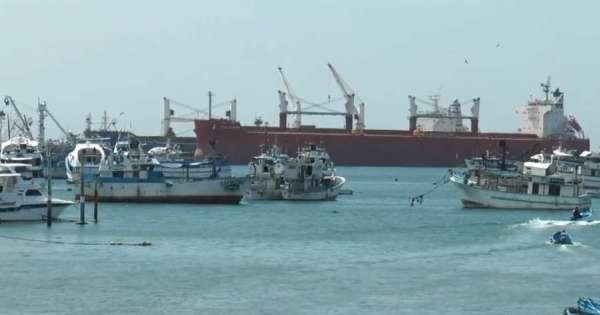 Barco ecuatoriano navega en el Pacífico Sur con toda su tripulación contagiada de COVID-19