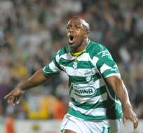 El 'Chucho' celebrando un gol con Santos Laguna.