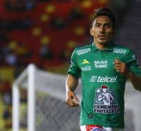 Ángel Mena festeja uno de sus goles.