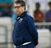 El 'Bolillo' Gómez dirigiendo un cotejo con la selección nacional.