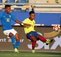 """""""Chiqui"""" Palacios de Ecuador marcado por un brasileño. Foto: Twitter Sudamericano Sub-20"""