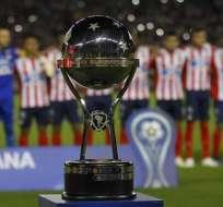 Trofeo de la Copa Sudamericana.