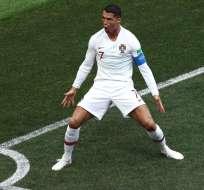 Cristiano festejando un gol con su país.
