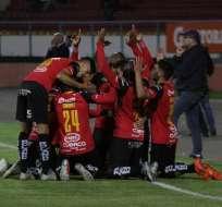 Jugadores del D. Cuenca celebrando un gol.