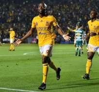 Enner festeja uno de sus dos goles ante Santos.