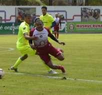 El 'ponchito' ganó el primer partido y el 'rodillo rojo' venció en el segundo encuentro. Foto: Tomada de @ClubMushucRuna1