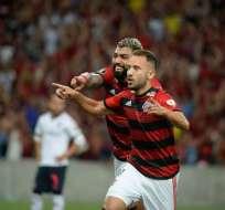 Jugador de Flamengo festeja uno de los goles del partido.