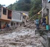 PIÑAS, El Oro.- La lluvia que cayó el día de ayer, martes 26 de febrero, causó miles de daños a Piñas, además de deslaves y vías destruidas.