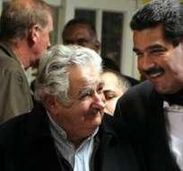 MONTEVIDEO, Uruguay.- El presidente venezolano, Nicolás Maduro (3d), y su homólogo uruguayo, José Mujica (2d). Foto: EFE