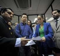 A la Fiscalía del Guayas acudió Viviana Bonilla junto con los representantes de la empresa china CAMC. Foto: API