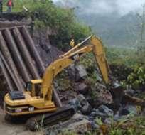 Una deslizamiento de tierra afectó el pasado viernes 140 metros de la tubería del SOTE. Foto: Diario Hoy.