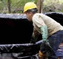 El derrame de cerca de 10.000 barriles de petróleo contamina al río Coca y afecta a los pobladores de Orellana. Foto: API.
