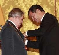 QUITO.- Correa recibe a Lula y le impone condecoración más antigua de Ecuador. Foto: EFE