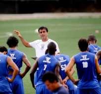 GUAYAQUIL - Ecuador.- Emelec realizó practicas pensando en el partido contra el Manta y espera retomar su buen nivel y la punta del campeonato. Fuente API