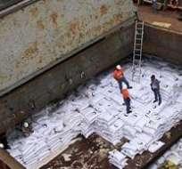 CIUDAD DE COLÓN, Panamá.- Dentro del barco norcoreano Chong Chon Gangse hallaron contenedores ocultos entre sacos de azúcar, que continían material bélico. Foto: EFE.