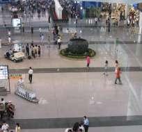 Hombre hace estallar un explosivo en el Aeropuerto de Pekín.